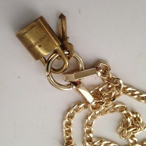 Louis Vuitton Padlock-Key with 20-in Gold C…